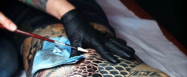Esecuzione del tatuaggio giapponese