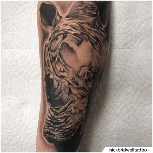 tatuaggio rinoceronte realistico