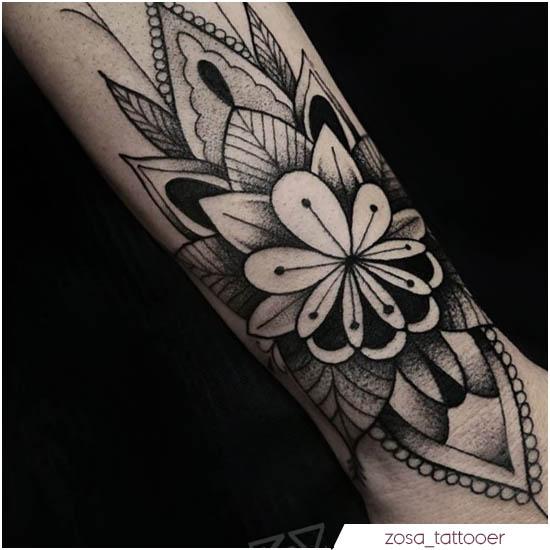 tatuaje de mandala de muñeca