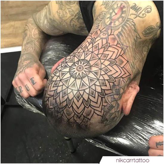 tatuaje de mandala en la parte posterior de la cabeza y la cabeza