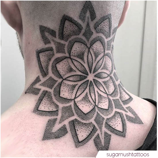 tattoo mandala nuca