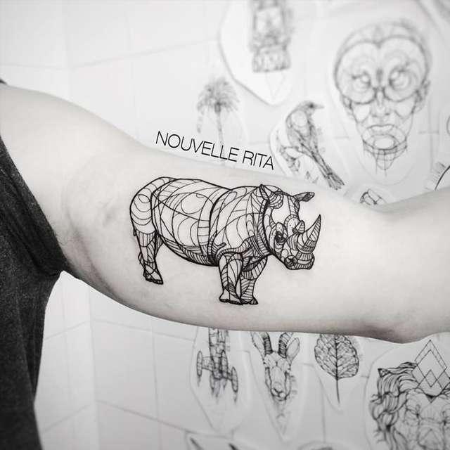 tattoo rinoceronte avambraccio