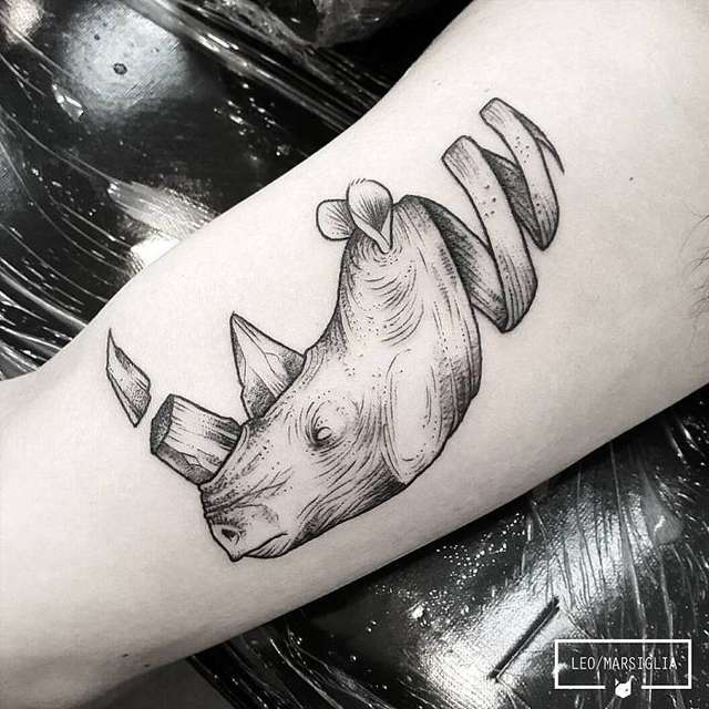 tattoo rinoceronte fantasia
