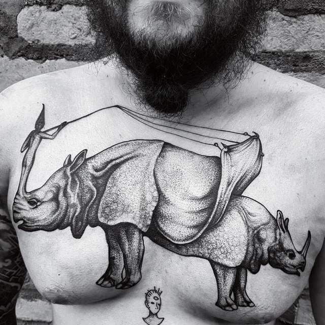 tattoo rinoceronte petto