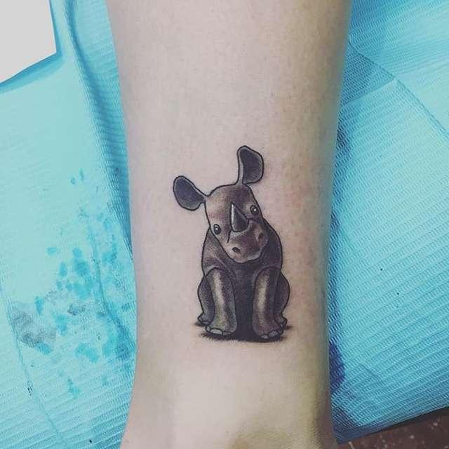 Idee Tattoo Rinoceronte tattoo rinoceronte piccolo braccio