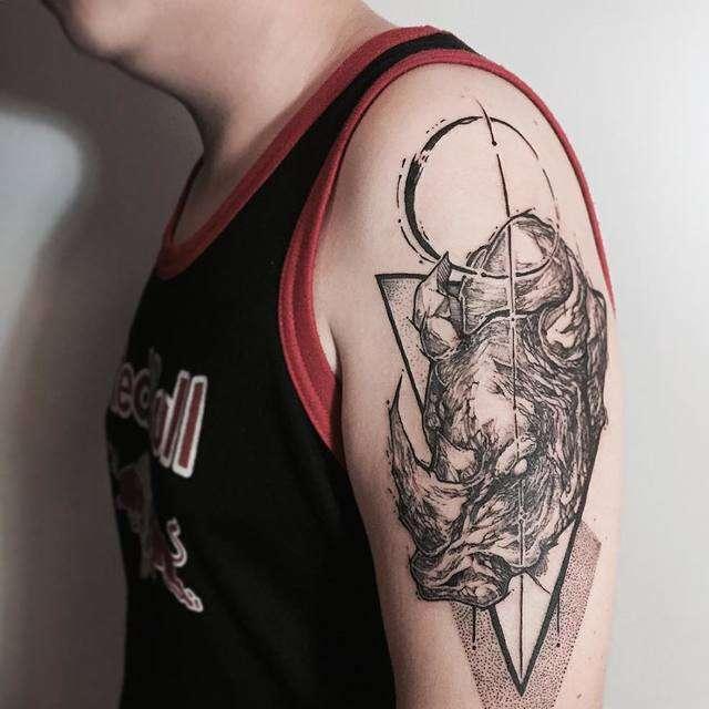 tatuaggio rinoceronte 2018