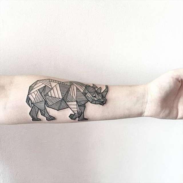 tatuaggio rinoceronte origami