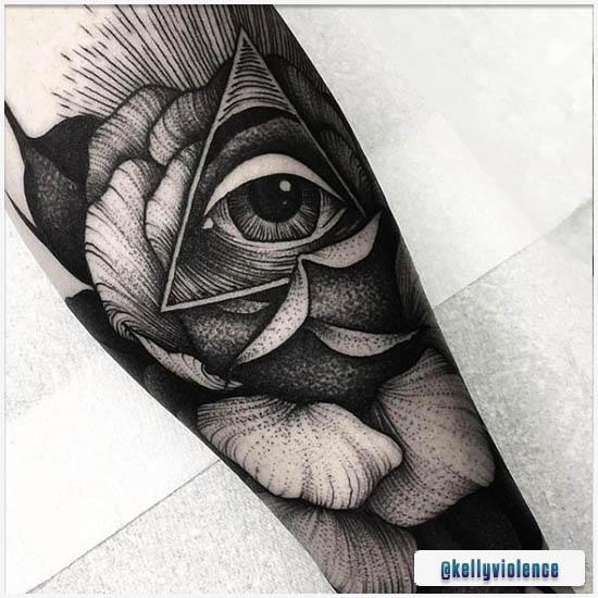 Blackwork Tattoo Illuminati