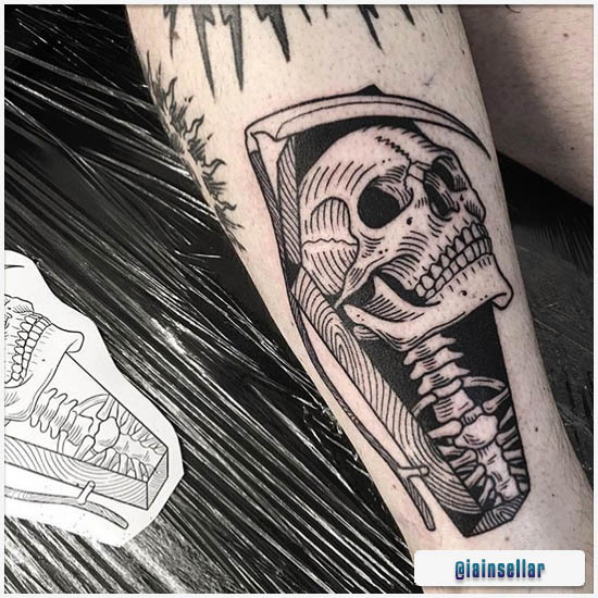 Blackwork Tattoo Calavera con ataúd