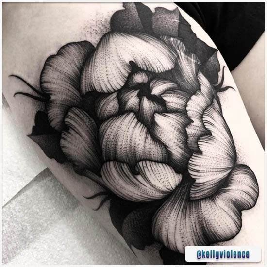 Blackwork Tattoo Fiore