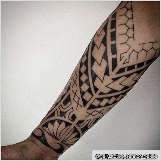 tatuaggio samoano avambraccio