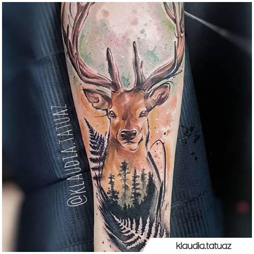 tatuaje de ciervo pintado