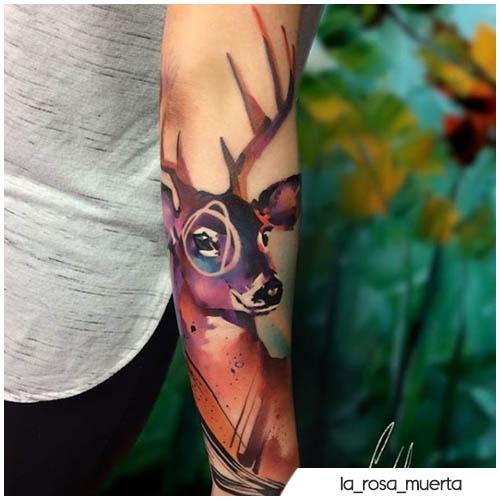 tatuaje de ciervo semi realista