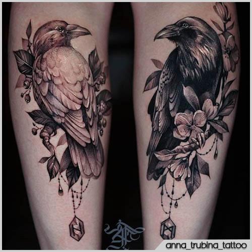 tatuaje de cuervo blanco y negro