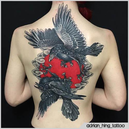 Schiena tatuaggio corvo