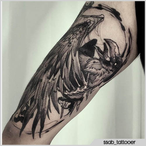 tattoo corvo blackwork braccio
