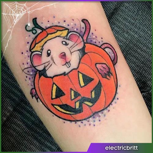 Topolino dentro una zucca intagliata Halloween tattoo
