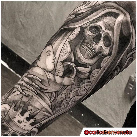 Tatuaggio Santa Muerte chicano e new school
