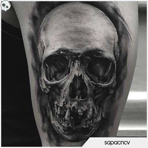 tatuaggio teschio iperrealistico