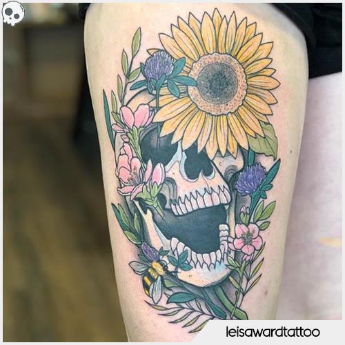 tatuaggio teschio floreale