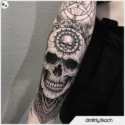 tatuaggio teschio mandala