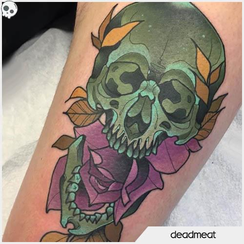 tatuaggio teschio rosa viola