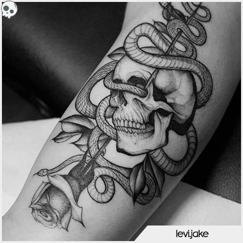 tatuaggio teschio con serpente