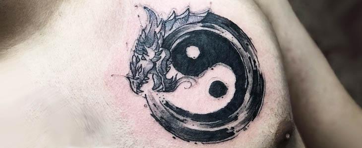 Tatuaggio ouroboros yin yang
