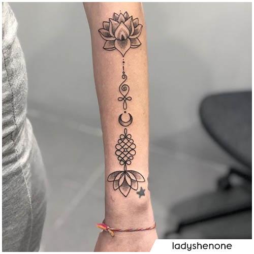 unalome tattoo avambraccio fiore di loto