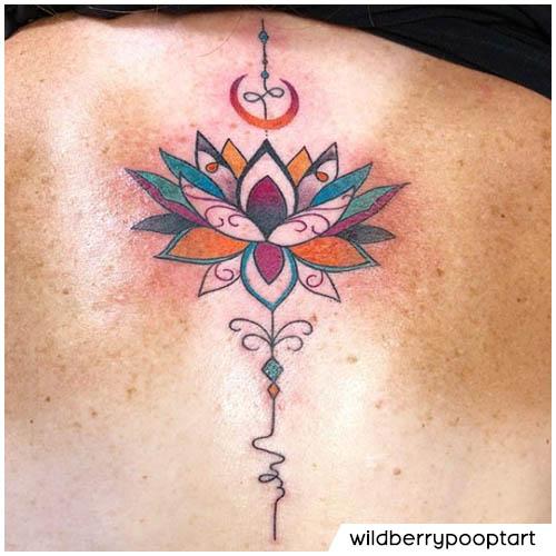 schiena tatuaggio unalome