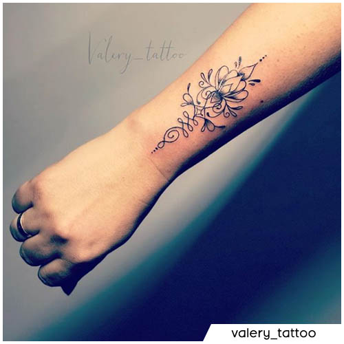 unalome tattoo blackwork avambraccio