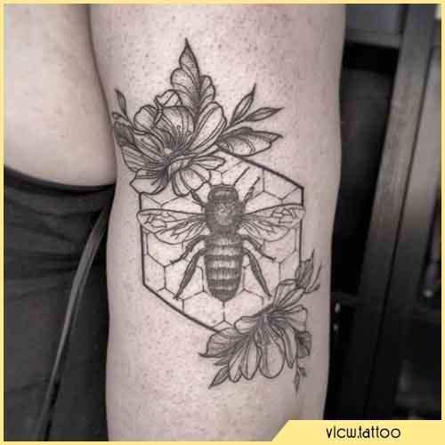 Tatuaje Ape Hexágono blackwork