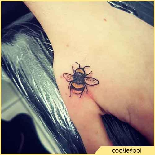 Pulgar Tatuaje De Abeja