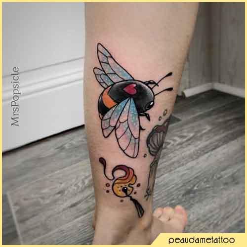 Tatuaje De Abeja De Corazón