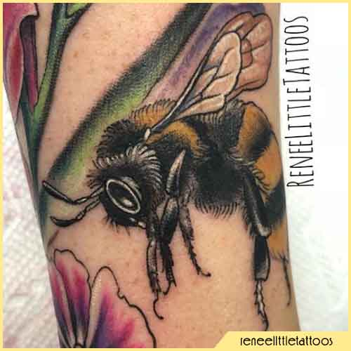 Tatuaje mixto técnico de abejas