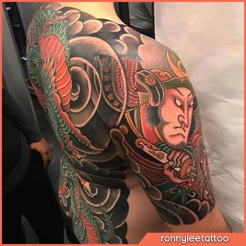 tatuaggio giapponese samurai e drago schiena