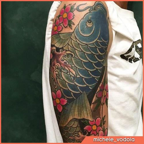 tatuaje de carpa japonesa azul