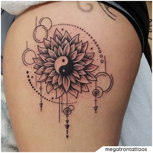 tatuaggio yin yang fiore geometrico