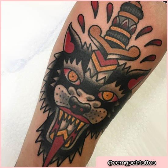 old school tattoo pugnale nel lupo