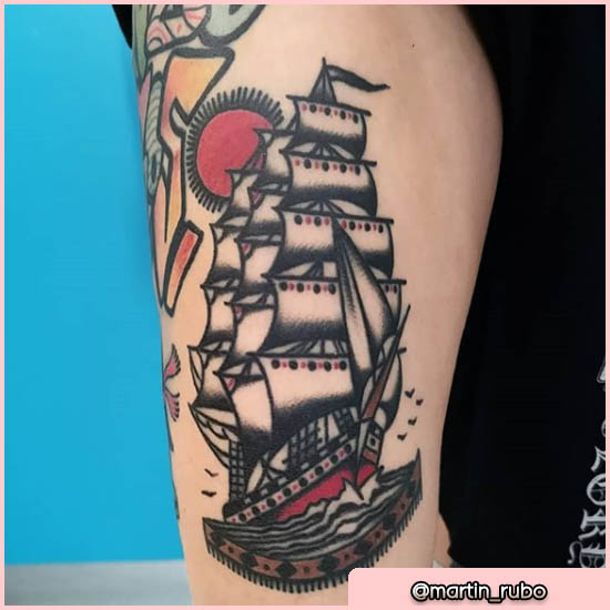 old school tattoo veliero con sole rosso