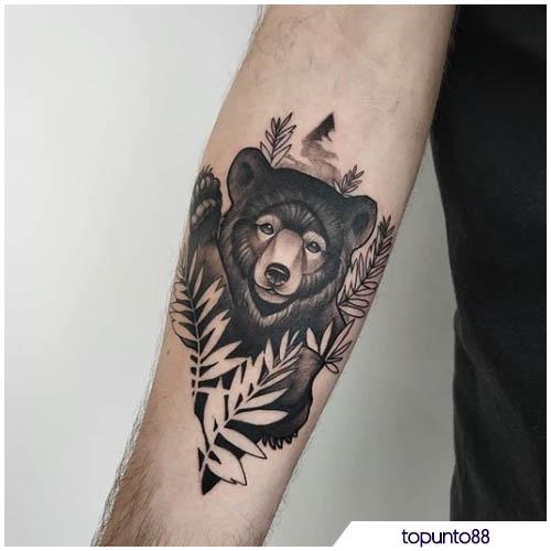 tattoo orso avambraccio
