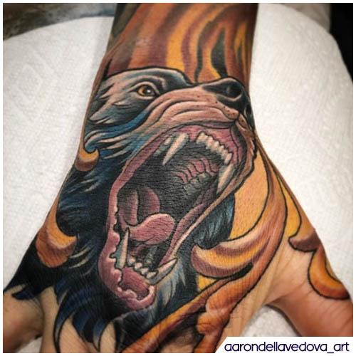 tatuaggio orso mano neo traditional