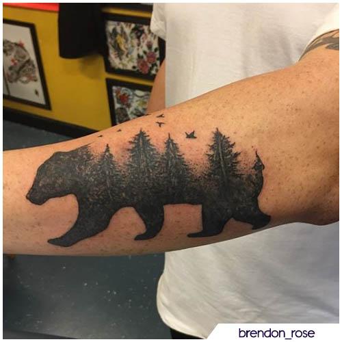 tatuaggio orso paesaggio foresta