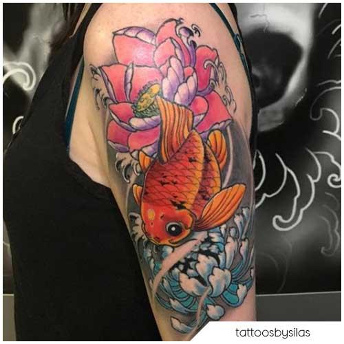 Tatuaggio fiore di loto carpa