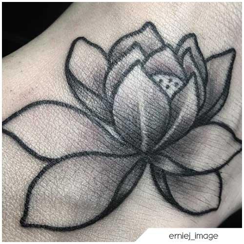 tattoo fiore di loto piccolo