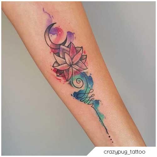 tatuaje flor de loto acuarela