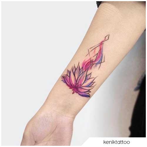 Tatuaggio fiore di loto rosa