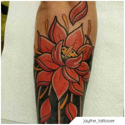 Tatuaggio fiore di loto rosso