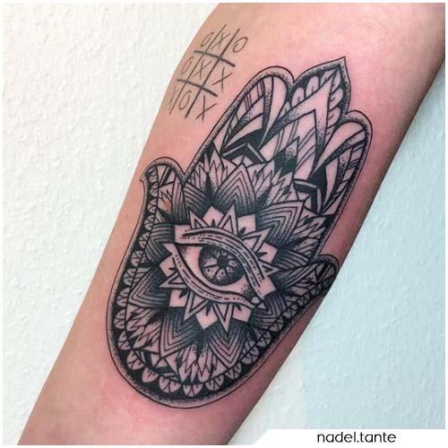 Tatuaggio mano di Hamsa mandala