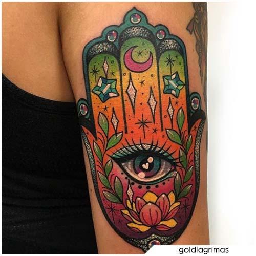 Tatuaggio mano di Fatima neotraditional